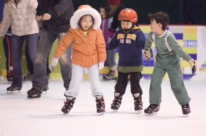 Kids ice skating vermont